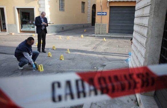 Agguato a Castellammare, 2 feriti. Uno è il fratello del boss