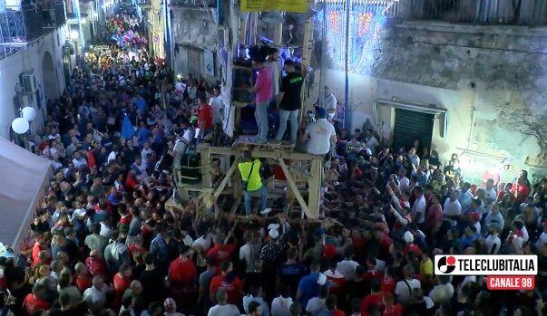 Villaricca, ballata del Giglio: centro storico gremito per l'appuntamento con la tradizione
