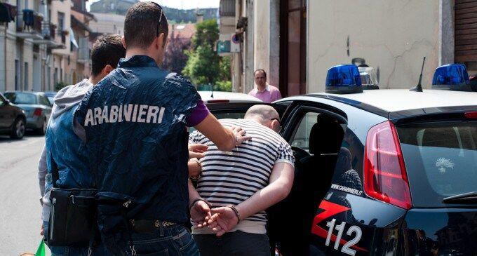 Pomigliano d'Arco, interrotto summit nel rione 219: due arresti. Caccia a 7 fuggitivi