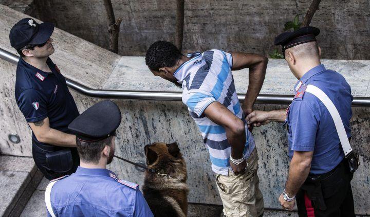 Bergamo: 26enne chiusa in bagno, picchiata e stuprata da richiedente asilo. Arrestato 27enne