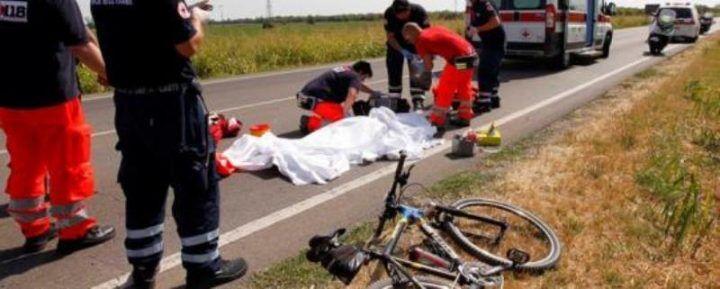 Drogato alla guida investe ed uccide ciclista sulla Domitiana: preso dopo la fuga