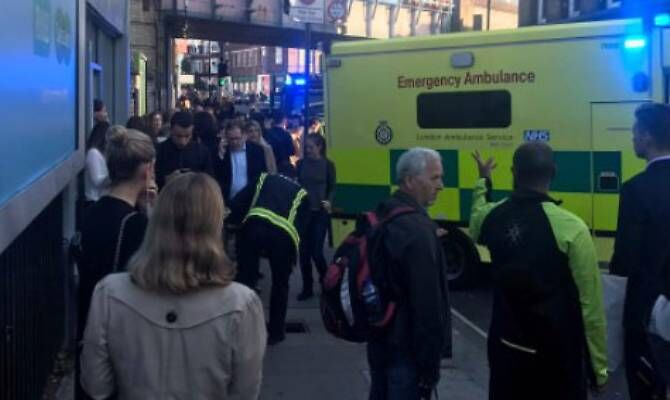 Attentato a Londra, bomba in metropolitana a Parsons Green. VIDEO