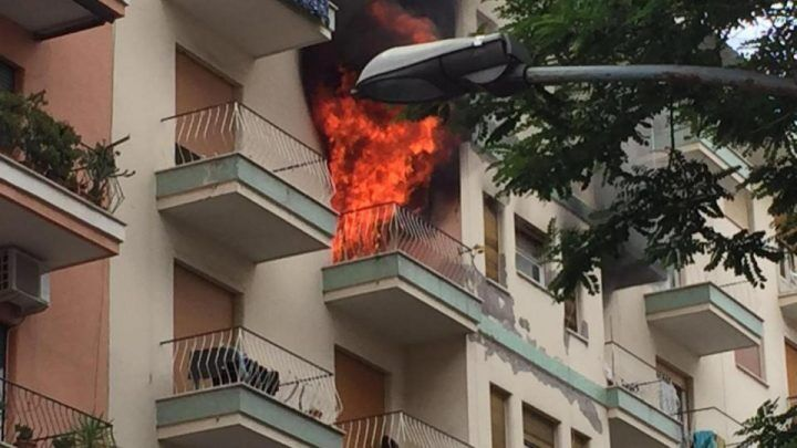Pomigliano, in fiamme appartamento: uomo morto per asfissia