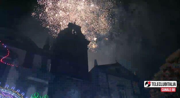"""Giugliano, Santa Maria: il suggestivo """"incendio del campanile"""""""