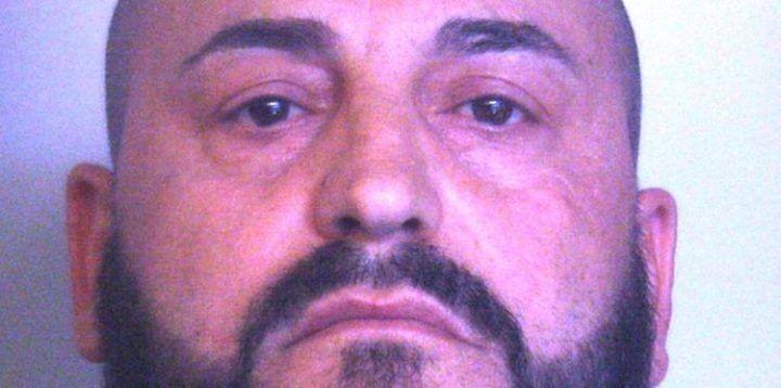 Pizzo di inutili magliette sul cantiere a nome del clan, arrestato 45enne a Scampia