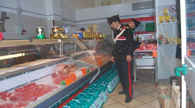 Giugliano, controllo dei Carabinieri in nota macelleria: sequestro di carne