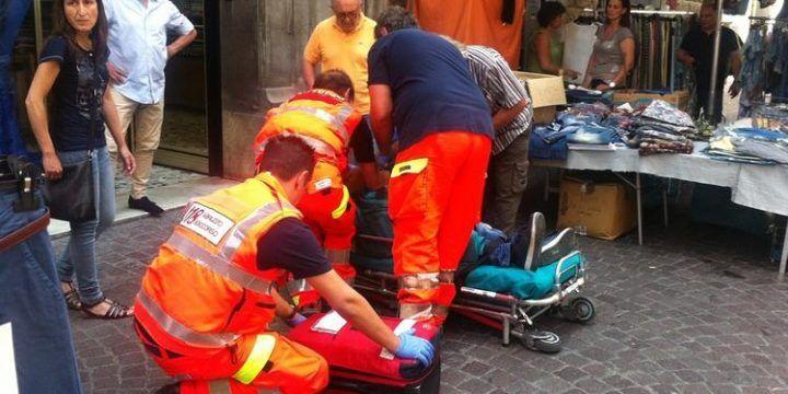Tragedia a Capua: donna muore alla fermata del bus