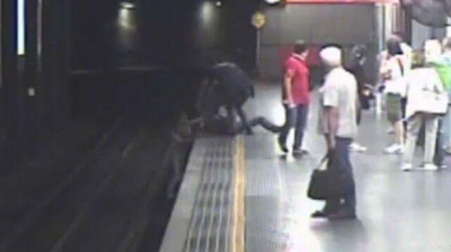 Salerno, dramma in metro: donna muore schiacciata da un convoglio in corsa