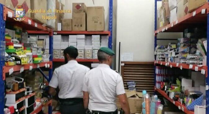 Napoli, sequestrati oltre 2 milioni di articoli per la scuola pericolosi