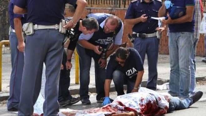Napoli, agguato a Caivano nel napoletano: pregiudicato colpito sotto casa