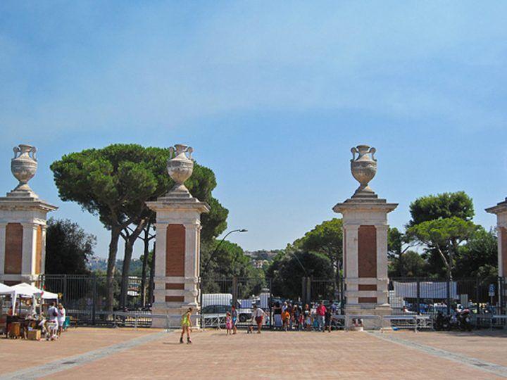 Napoli, carabinieri al Parco Virgiliano: arrestati tre giovani di Pozzuoli