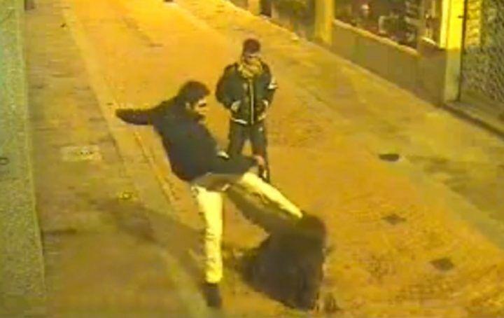 Casoria, titolare di agenzia di scommesse pestato con il figlio: arrestati 4 usurai