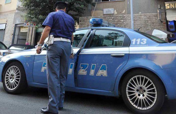 Napoli, accoltella l'ex in pieno centro: arrestato 68enne