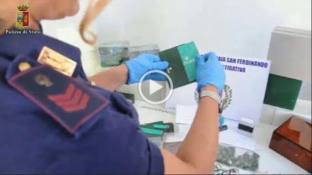 Napoli, dopo la rapina ad una turista la polizia scopre grosso giro d'affari su orologi preziosi