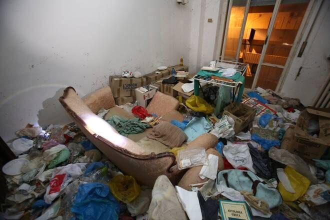 Torre del Greco, 15enne disabile di Casoria ritrovata nuda tra escrementi e rifiuti