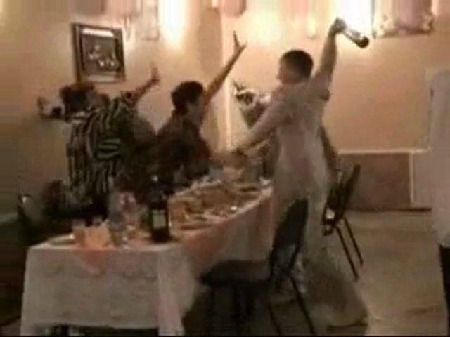 Campania, lite per il vino: matrimonio sfocia in rissa