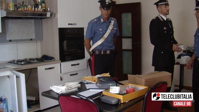 Lago Patria, laboratorio clandestino nel palazzo di anagrafe e polizia municipale: 2 arresti. I NOMI