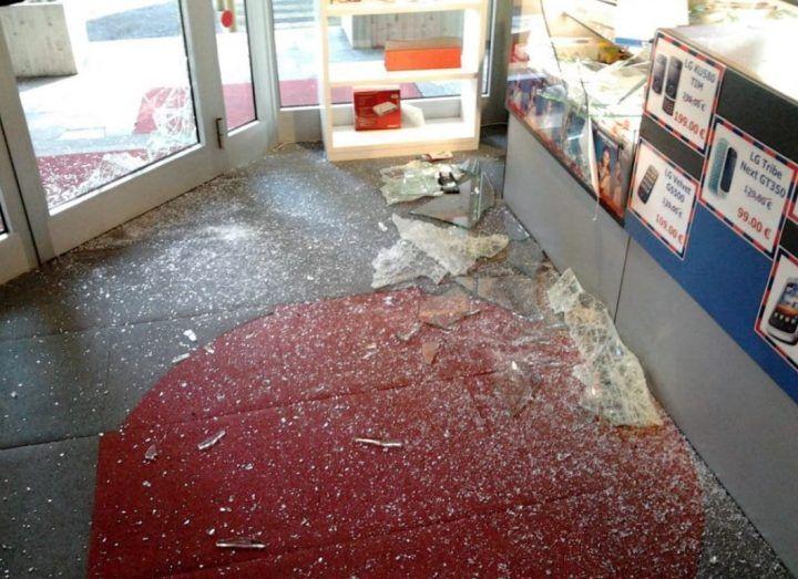 Marano, malviventi in azione nella notte: derubato negozio