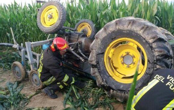 Tragedia nel beneventano, uomo muore schiacciato da un trattore