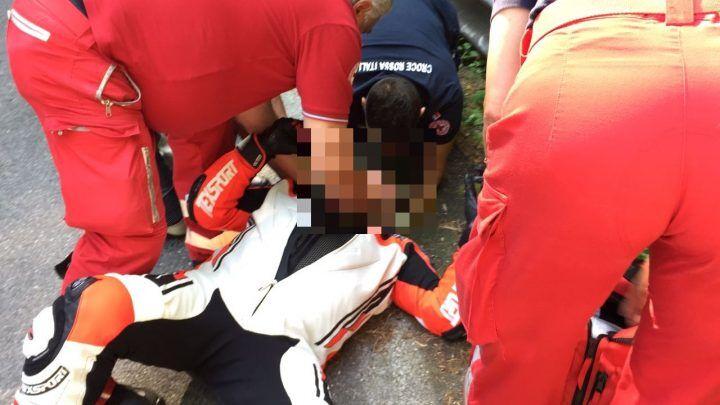 Choc nel napoletano: motociclista privo di sensi sull'asfalto