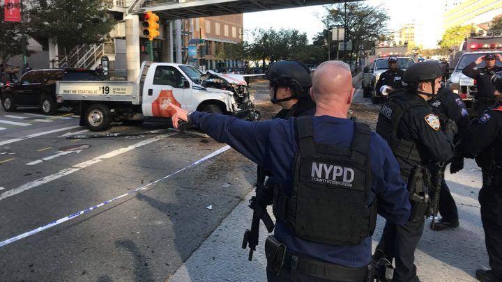 Attentato a New York, uomo investe persone su pista ciclabile: 7 morti e 15 feriti