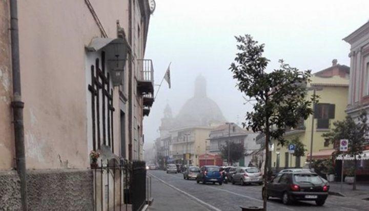Campania, risveglio con la nebbia: banchi da Napoli a Caserta