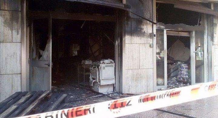 Paura nel napoletano: bomba esplode sotto casa di un boss