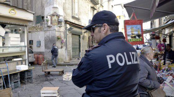 Napoli. Pistola in faccia per il cellulare e poche decine di euro, paura tra i vicoli di piazza Garibaldi