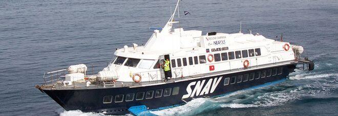 Napoli, paura nel golfo: scontro tra aliscafo Snav e motoscafo