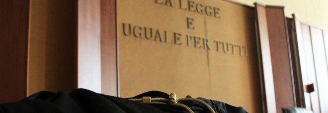 """""""Vivono a Napoli, quindi restano in cella"""". Il Tribunale di Firenze nega i domiciliari a tre persone"""
