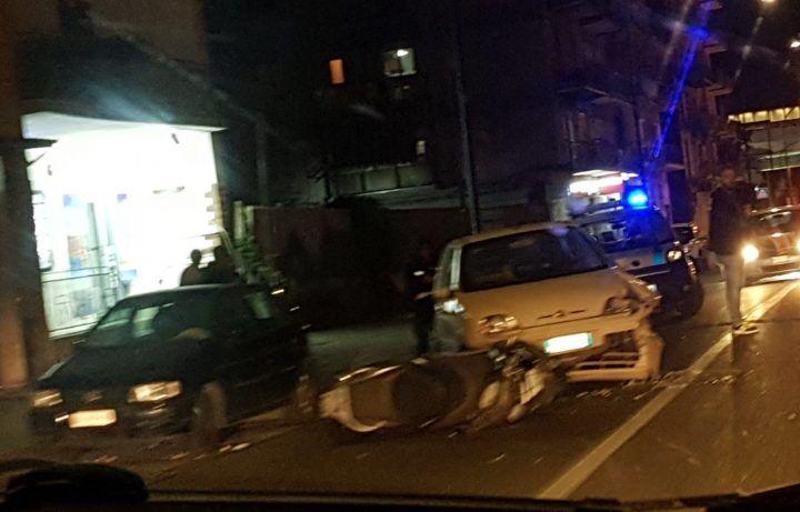 Napoli, terribile incidente nei pressi della metro: centauro in ospedale