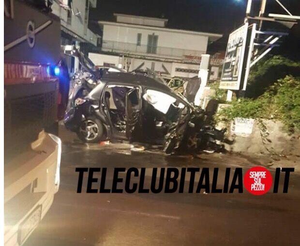 Tremendo scontro tra auto tra Mugnano e Calvizzano: tre feriti