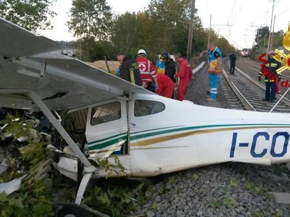Roma, aereo da turismo cade sui binari della linea dell'Alta velocità