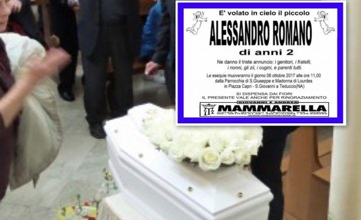 Napoli, la tragedia del piccolo Alessandro: morto soffocato a 2 anni. Il dolore sui social