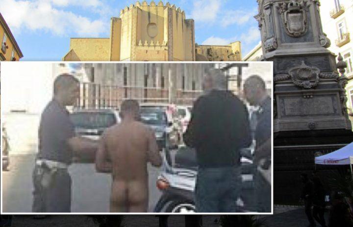 Napoli, pedofilo nudo si tocca le parti intime davanti ai bambini: arrestato