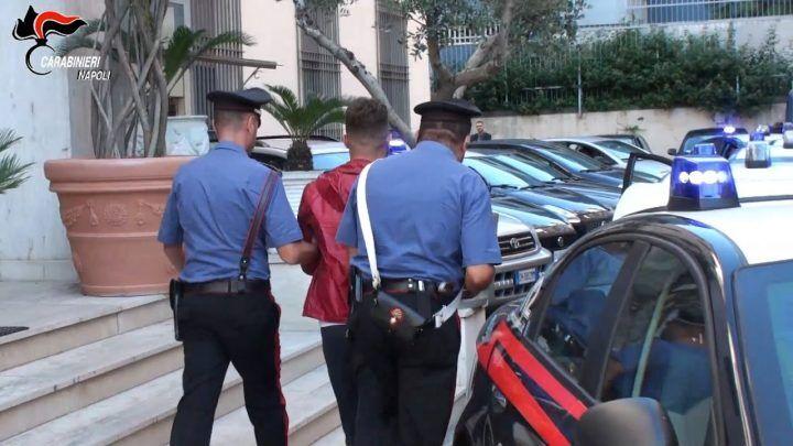Trentola Ducenta, era ai domiciliari ma spacciava in piazza: preso pusher 46enne