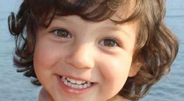 """Giugliano, Asia morta a 3 anni e mezzo. La madre: """"Me l'hanno uccisa"""""""