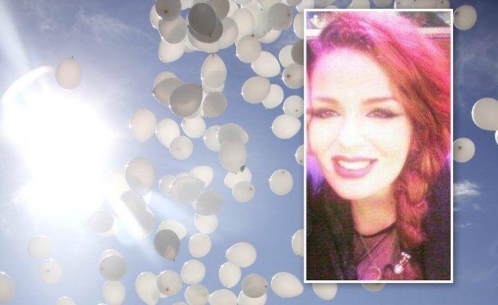 Agro Aversano, gran folla per l'ultimo saluto a Bea: lacrime e palloncini bianchi