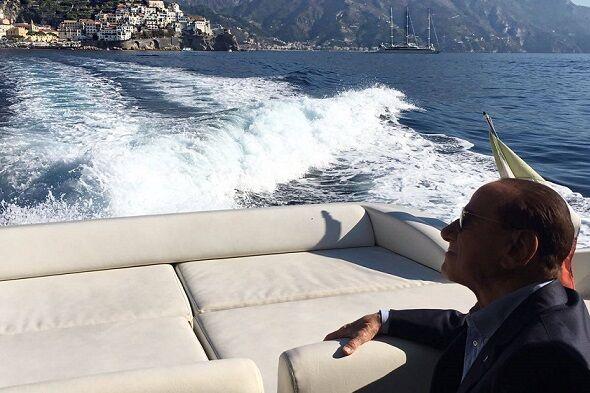 Berlusconi verso Ischia, problemi in mare: guasto al motore dell'imbarcazione