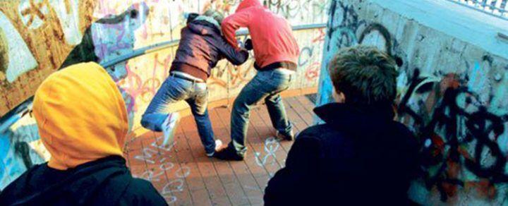 Napoli, sei adolescenti minacciano due coetanee con un coltello: fermati