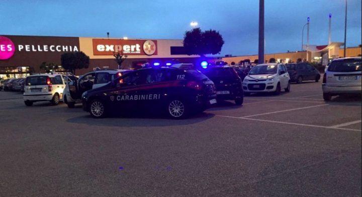 Giugliano, carabinieri all'Auchan. Arrestato 37enne di Casoria