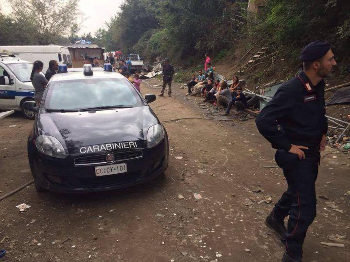 Carabinieri nel campo rom di Giugliano, arrestato 26enne