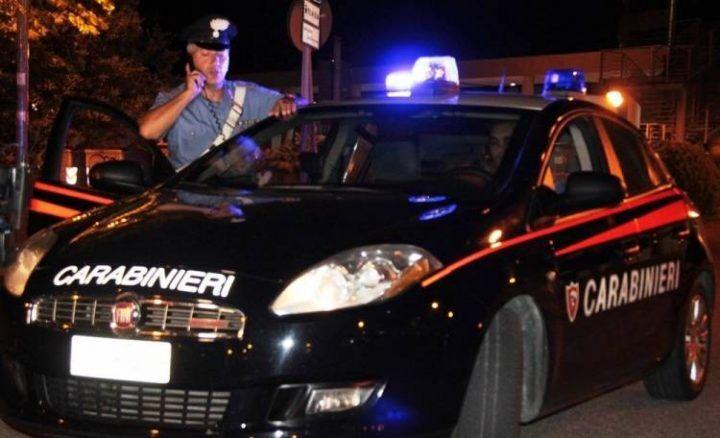 Napoli, si finge carabiniere per parcheggiare nel posto riservato