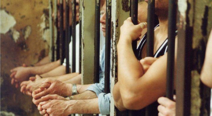 Violenza in carcere nel Casertano, detenuto manda due agenti in ospedale