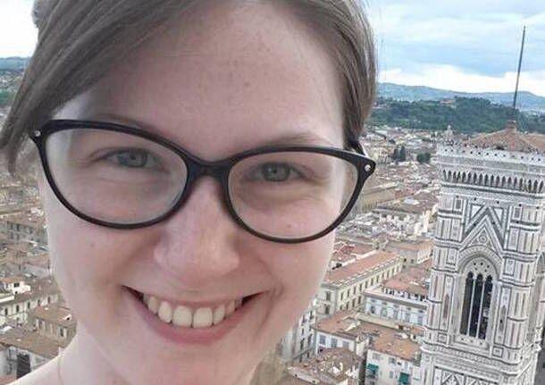 Varese, esce da lavoro e viene investita da auto killer mentre torna a casa: muore a 25 anni