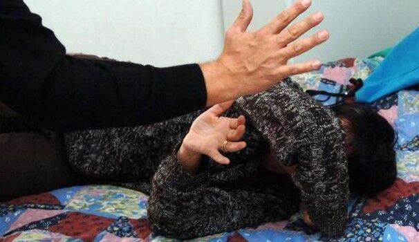 Violenza in Puglia, per trent'anni ha picchiato moglie e figli: arrestato marito violento
