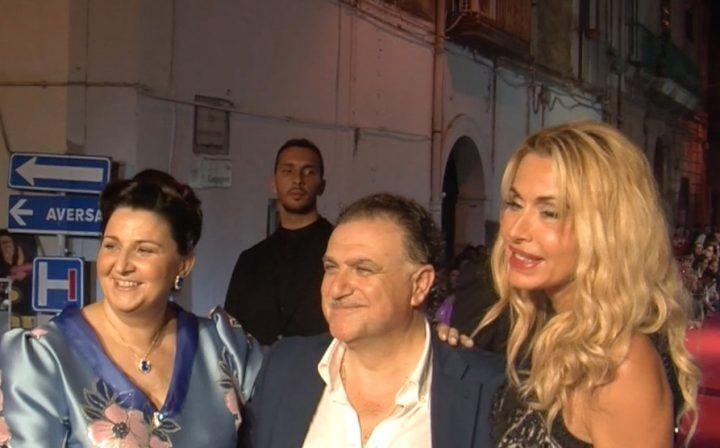 Grande successo a Sant'Arpino per la sfilata dell'Atelier Kelly con Valeria Marini