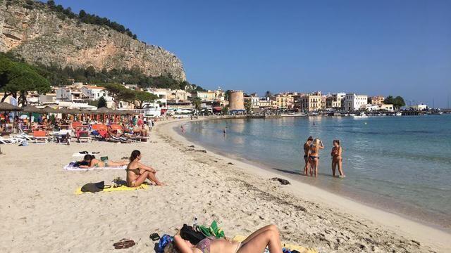 Meteo, arriva il caldo record di ottobre: previsto assalto alle spiagge nel weekend
