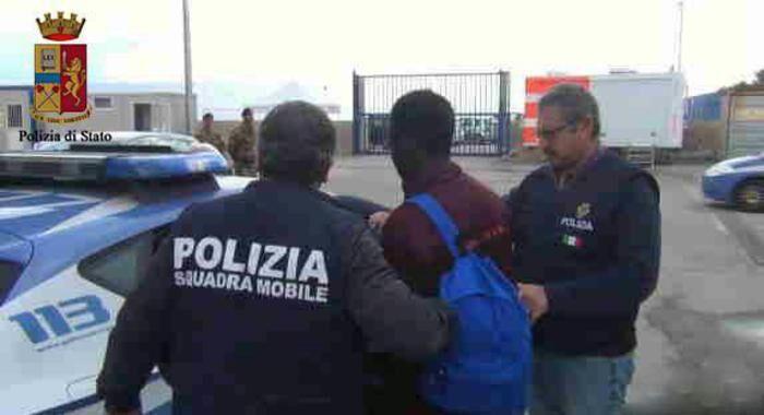 San Giuseppe Vesuviano, la Polizia arresta due stranieri irregolari dopo rocambolesco inseguimento