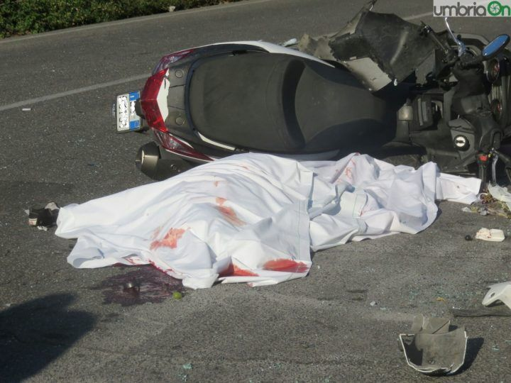 """Campania, tragedia sulla strada """"della morte"""": morto caporalmaggiore di 25 anni"""